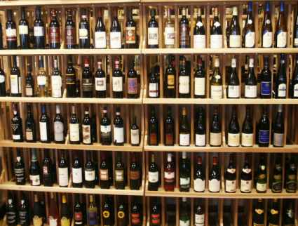 http://www.shenandoahconnection.com/wines1.jpg